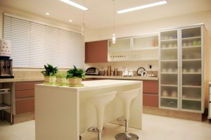 Cheerful_Brown_White_Modern_Kitchen_Island
