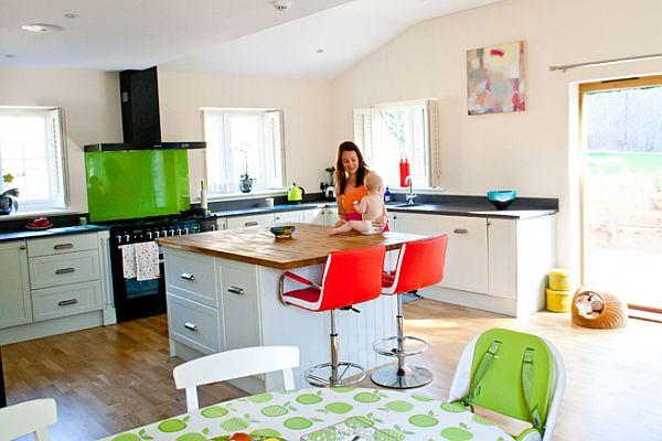 Charlotte-Lorelei-in-their-colourful-kitchen