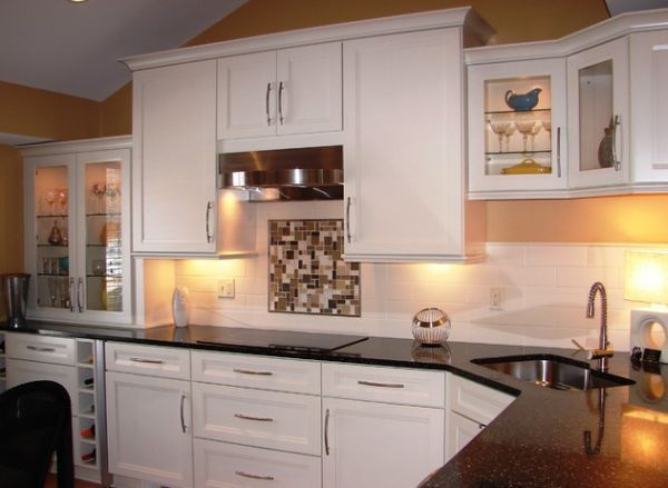 Compact-corner-sink-in-a-kitchen-with-dark-countertop-and-white-cabinets