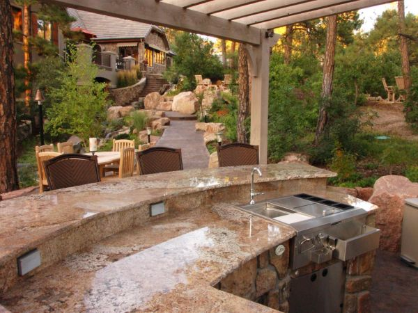 designing-an-outdoor-kitchen-2